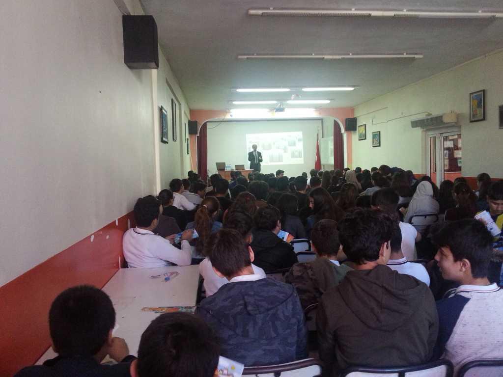 İzmir Aliağa Petrokimya Ortaokulu'nda Bilinçli ve Güvenli İnternet Semineri