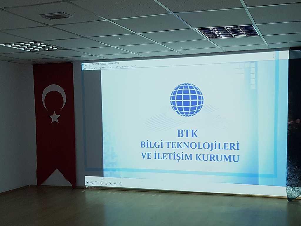 Ankara Prof. Dr. Ragıp Üner Mesleki Ve Teknik Anadolu Lisesi'nde İnternetin Bilinçli Kullanımı Semineri