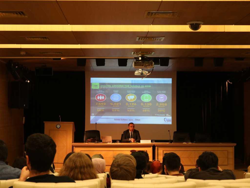 Gazi Üniversitesi'nde İnternetin Bilinçli ve Güvenli Kullanımı Semineri