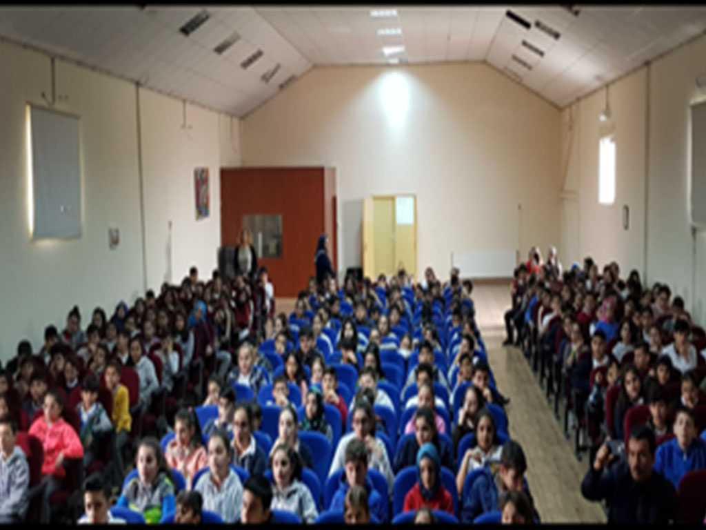 İstanbul Şişli Kurtuluş Şehit Nuri Şenler Ortaokulu'nda Bilinçli ve Güvenli İnternet Semineri