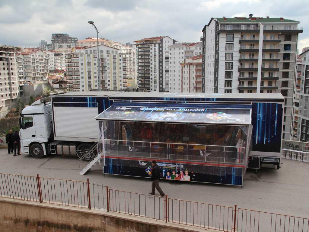 Güvenli İnternet Tırı Mamak Şehit Murat Eroğlu İlkokulunda