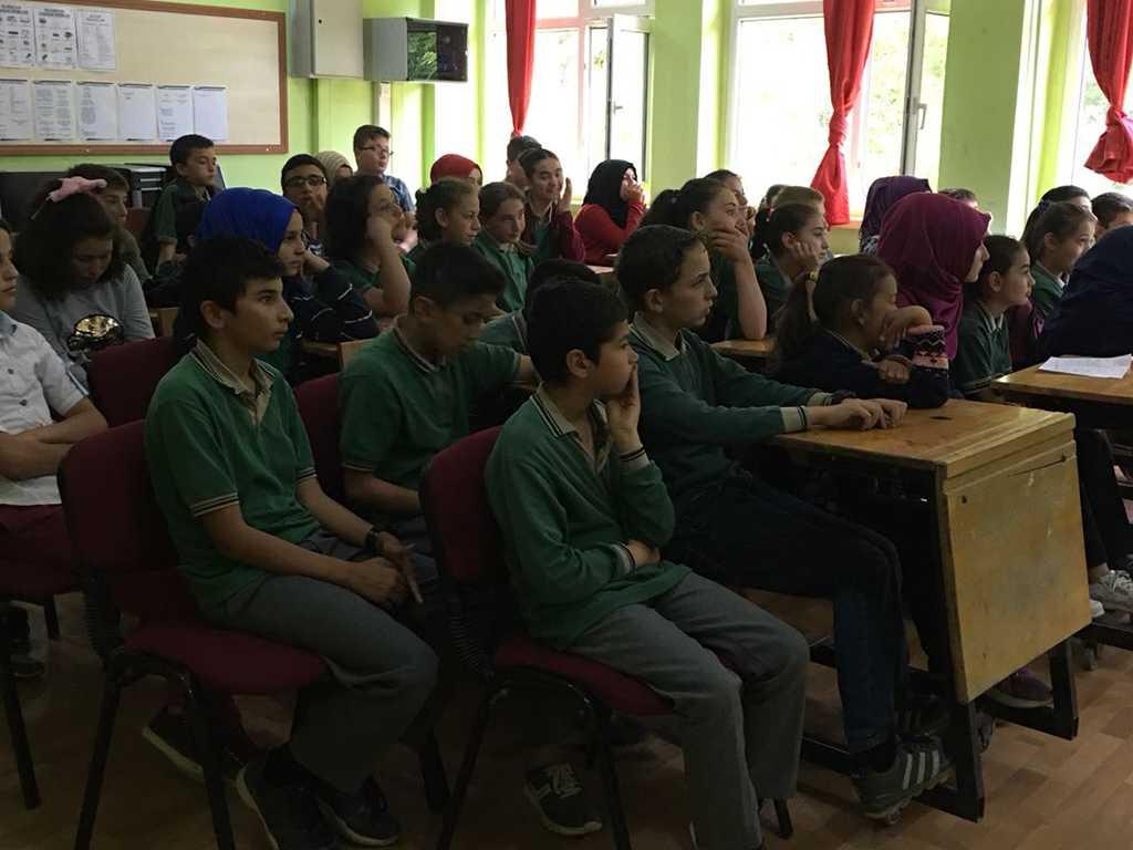 Çorum Dodurga Alpagut Ortaokulu'nda Bilinçli ve Güvenli İnternet Semineri