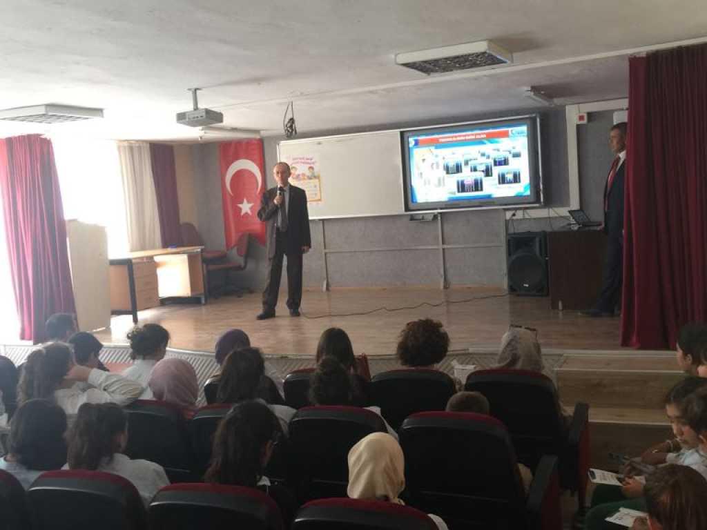 İzmir Urla İmam-Hatip Ortaokulu'nda Bilinçli ve Güvenli İnternet Semineri