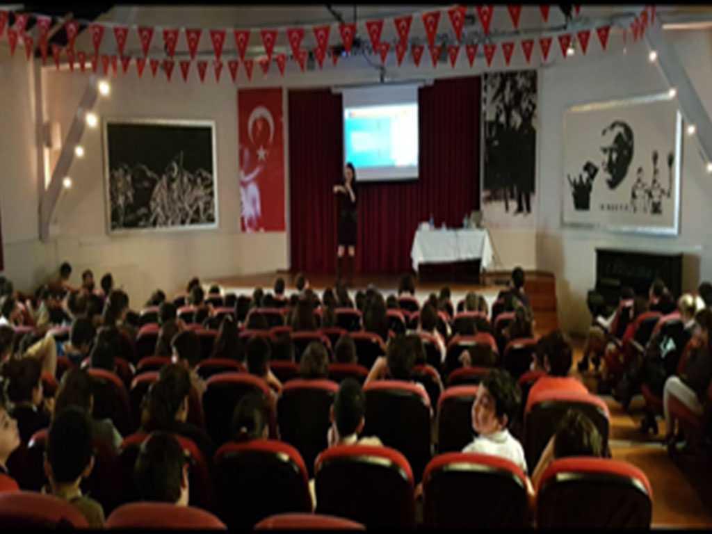 İstanbul Şişli Nilüfer Hatun Ortaokulu'nda Bilinçli ve Güvenli İnternet Semineri