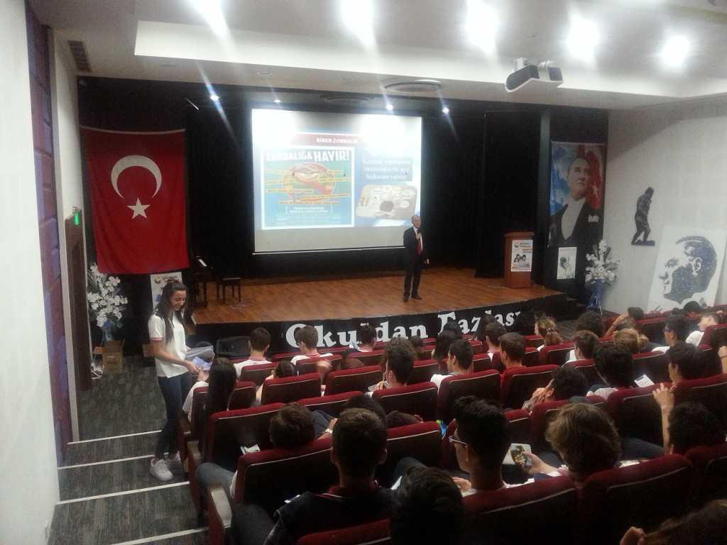 İzmir Buca Zübeyde Hanım Eğitim Kurumları Buca Kampüsü'nde Bilinçli ve Güvenli İnternet Semineri