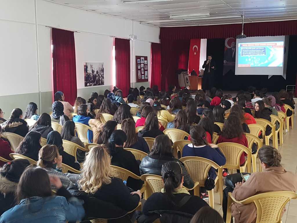 Ankara Gaziosmanpaşa Kız Teknik Ve Meslek Lisesi'nde Bilinçli ve Güvenli İnternet Semineri