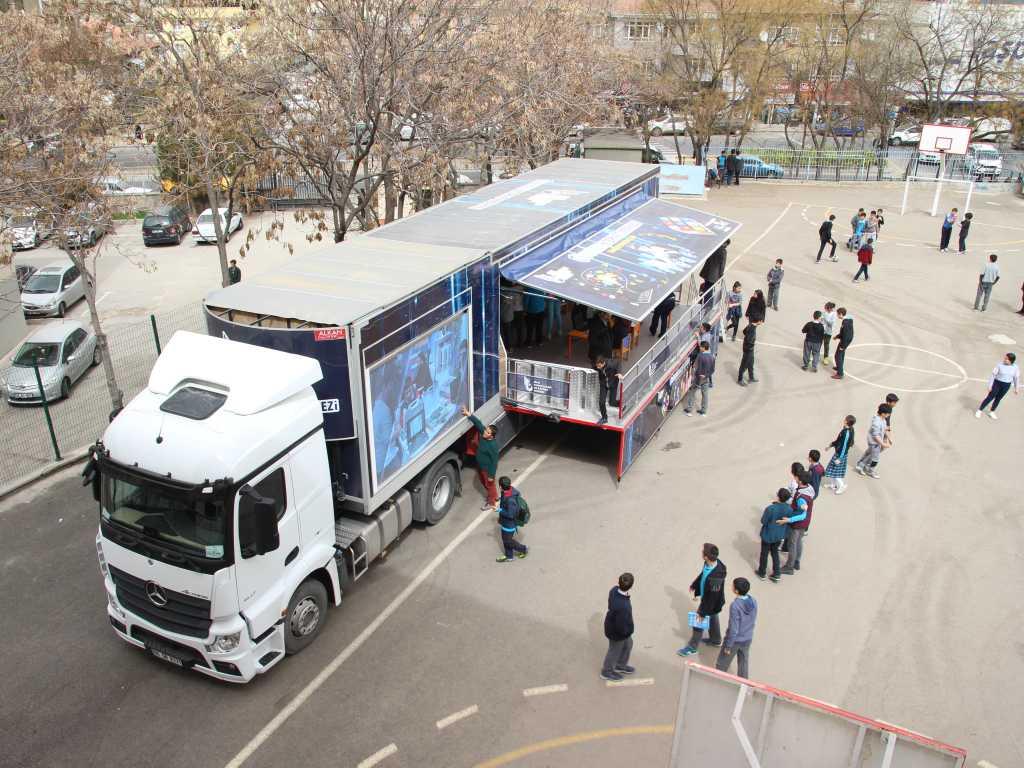 Güvenli İnternet Tırı Mamak Mehmet Çekiç Ortaokulunda