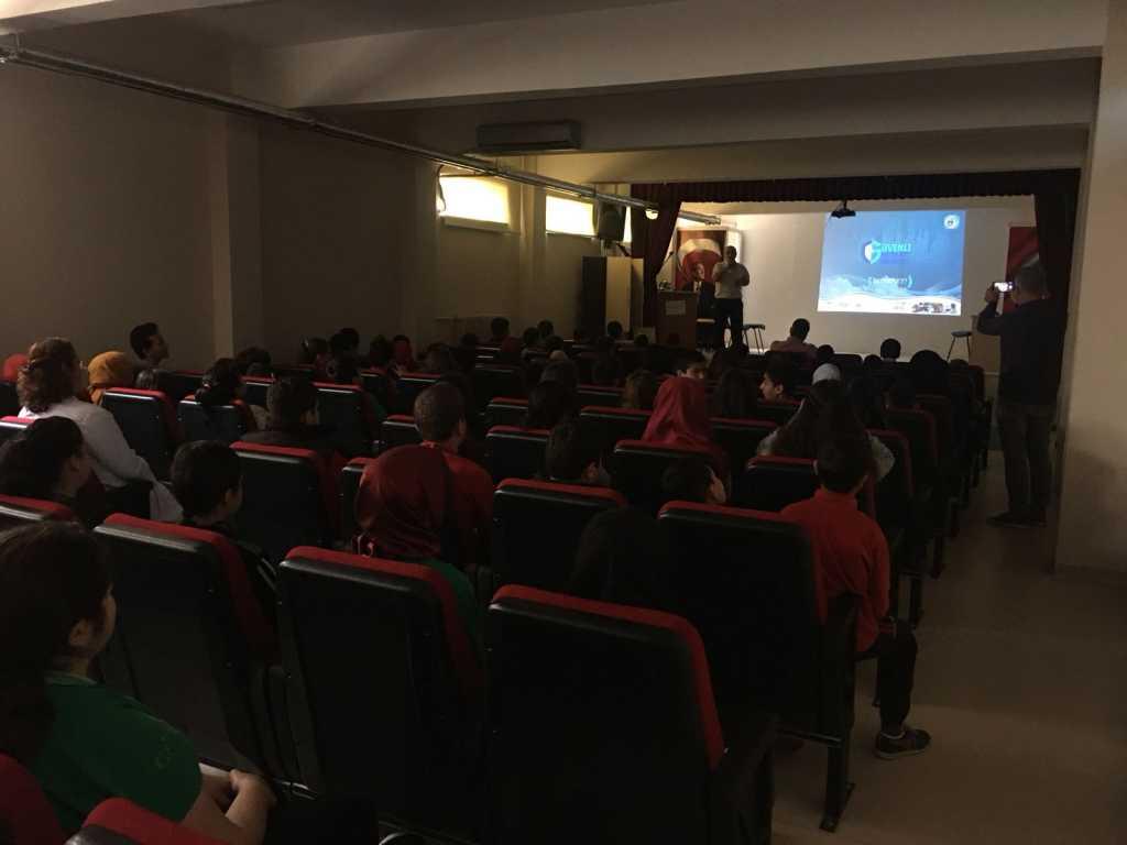 Samsun İlkadım Şehit Mete Yahşi Mehmetçik Ortaokulu'nda Bilinçli ve Güvenli İnternet Semineri