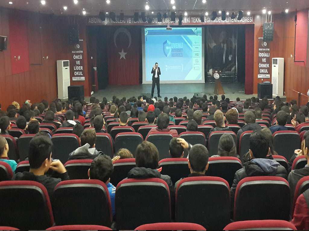 Ankara Abidinpaşa Mesleki ve Teknik Anadolu Lisesi'nde Güvenli İnternet Semineri
