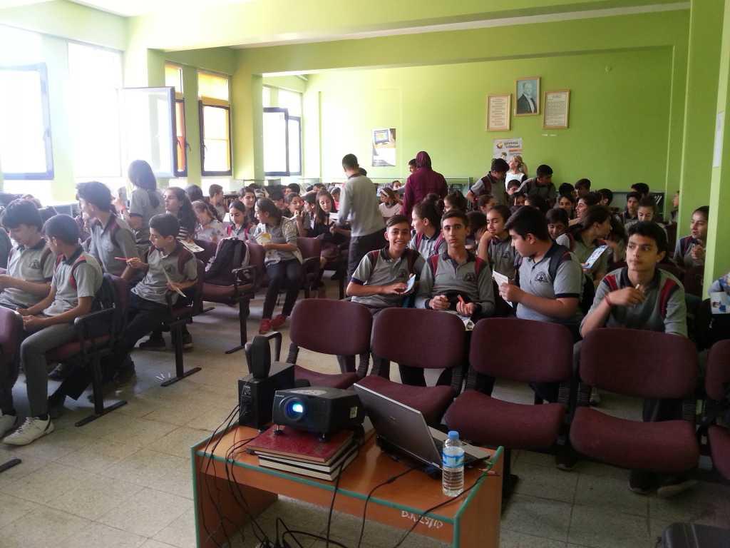 İzmir Menemen Şehit Er Serdar AMAK Ortaokulu'nda Bilinçli ve Güvenli İnternet Semineri