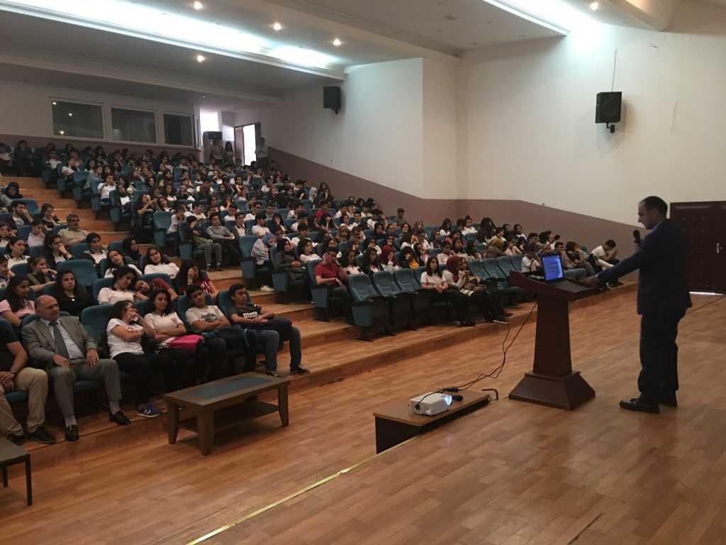 Diyarbakır Yenişehir Rekabet Kurumu Cumhuriyet Fen Lisesi'nde Bilinçli ve Güvenli İnternet Semineri