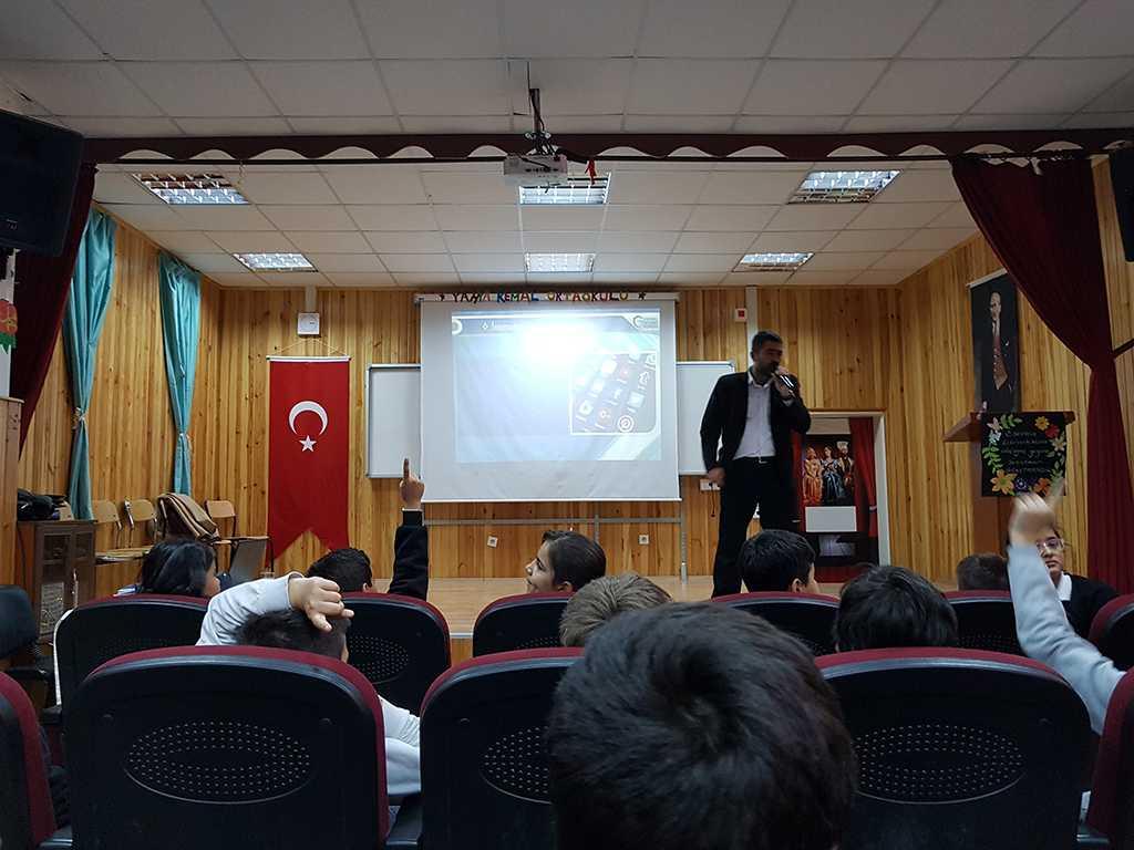 Ankara Yahya Kemal Ortaokulu Bilinçli ve Güvenli İnternet Semineri