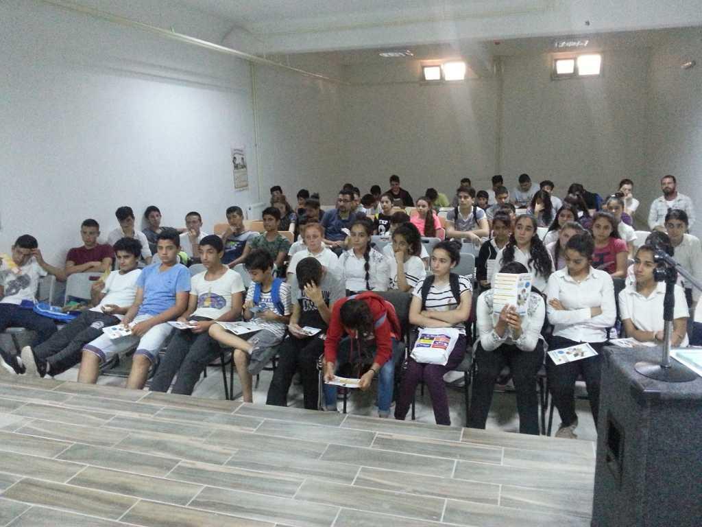 İzmir Selçuk Fatma Günay Ortaokulu'nda Bilinçli ve Güvenli İnternet Semineri