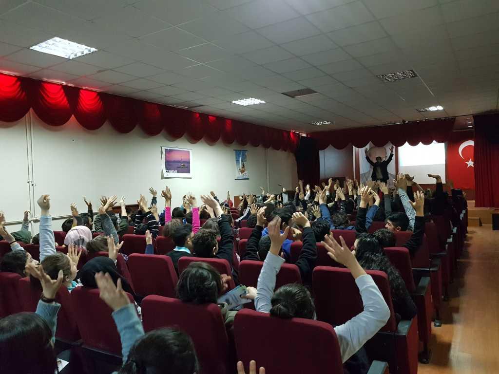 Ankara Yunus Büyükkuşoğlu Anadolu Lisesi'nde Bilinçli ve Güvenli İnternet Semineri