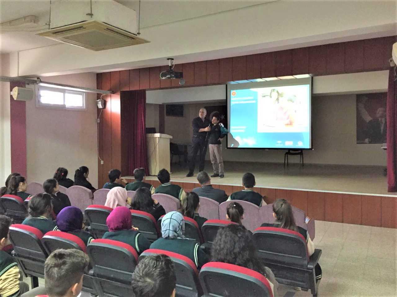 Mersin  Toroslar  Çağdaşkent Anadolu Lisesi, Bilinçli Ve Güvenli İnternet Semineri
