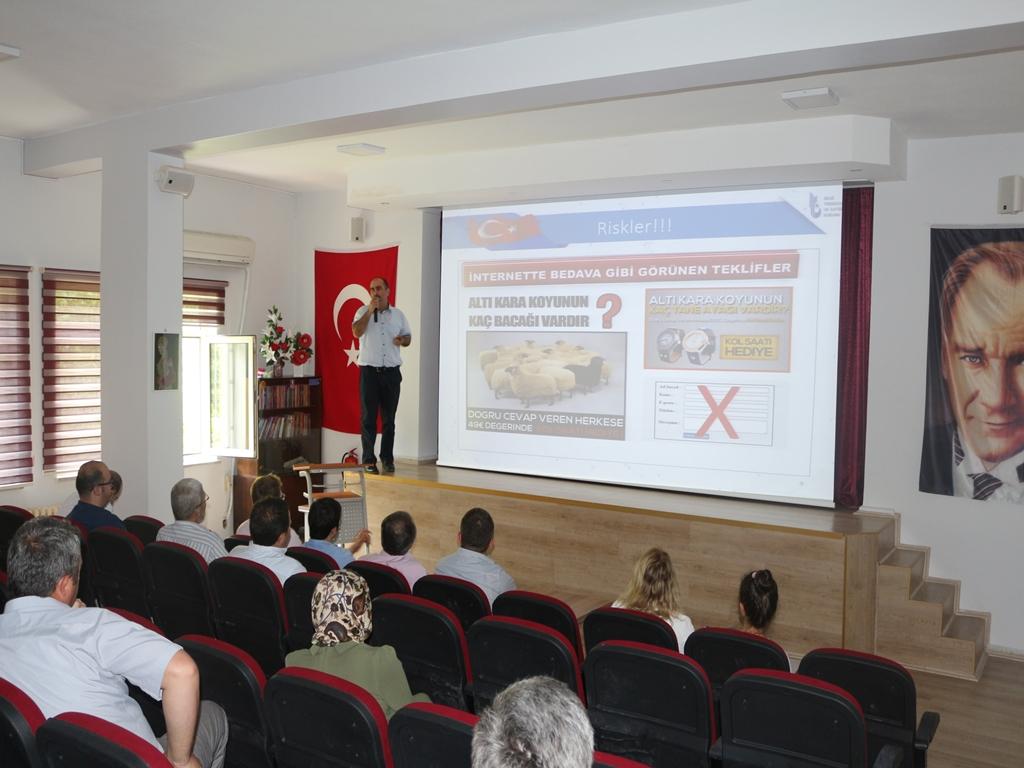 Kastamonu Hanönü Kaymakamlığı'nda Bilgi Güvenliği ve İnternetin Bilinçli Kullanımı Eğitimi