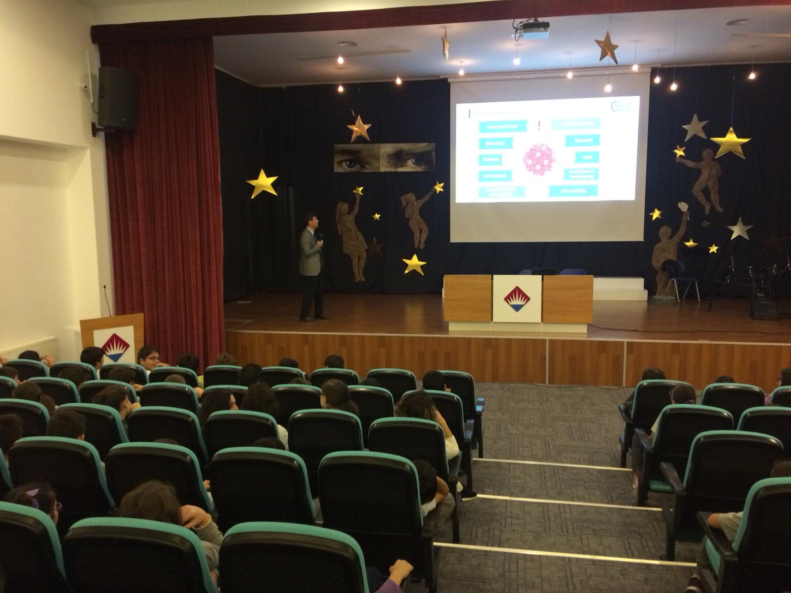 Çorum Özel Bahçeşehir Ortaokulu'nda Bilinçli ve Güvenli İnternet Semineri