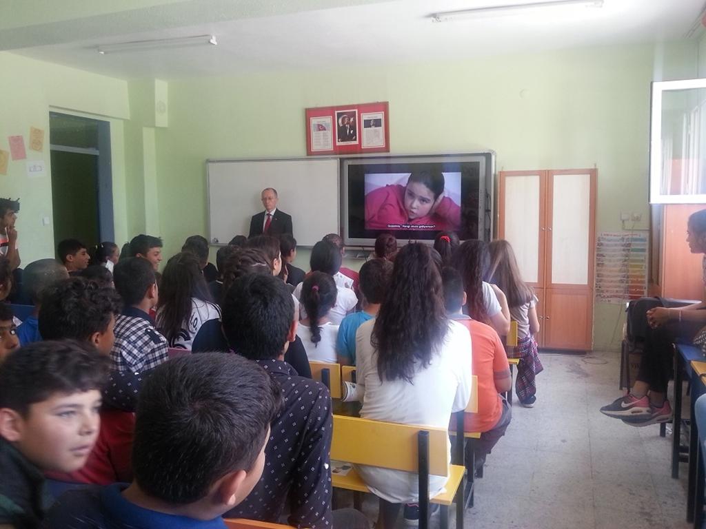 İzmir Torbalı Çaybaşı 80.Yıl Ortaokulu'nda Bilinçli ve Güvenli İnternet Semineri
