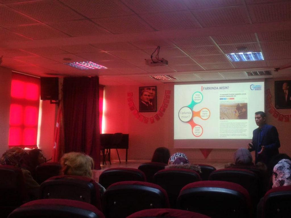 Ankara Yenimahalle Nasrettin Hoca Ortaokulu'nda Velilere Bilinçli ve Güvenli İnternet Semineri