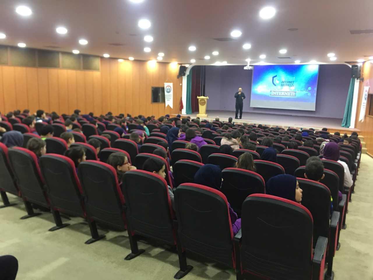 Trabzon Mahmut Celalleddin Ökten Anadolu İmam Hatip Ortaokulunda, Bilinçli Ve Güvenli İnternet Semineri