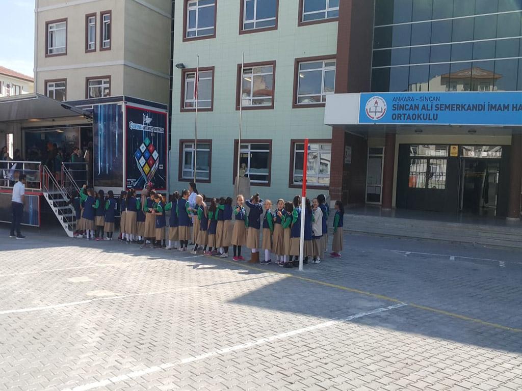 Güvenli İnternet Tırı Ankara Etimesgut Ali Semerkandi Ortaokulu'nda