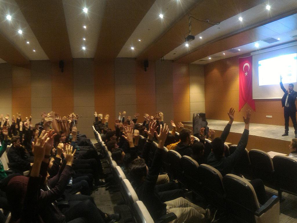 Ankara Etimesgut Cezeri Yeşil Teknoloji ve Teknik Anadolu Lisesi'nde Bilinçli ve Güvenli İnternet Semineri