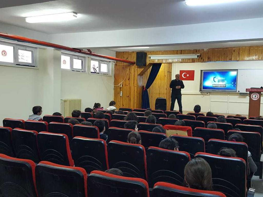 Artvin Atatürk Ortaokulunda, Bilinçli Ve Güvenli İnternet Semineri
