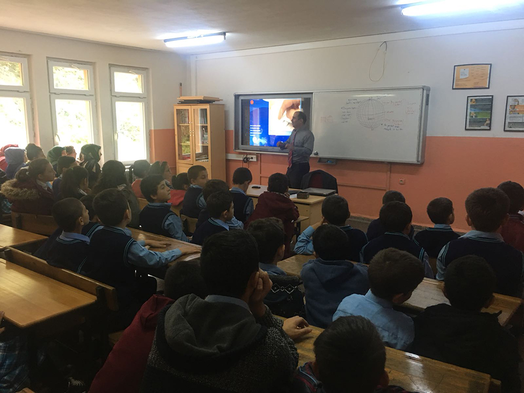 Trabzon Yomra - Oymalıtepe İlkokulu'nda Bilinçli ve Güvenli İnternet Semineri