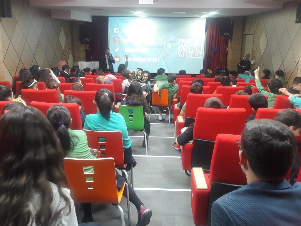 Ankara Eryaman Muradiye Sevgi Okulları'nda Bilinçli ve Güvenli İnternet Semineri