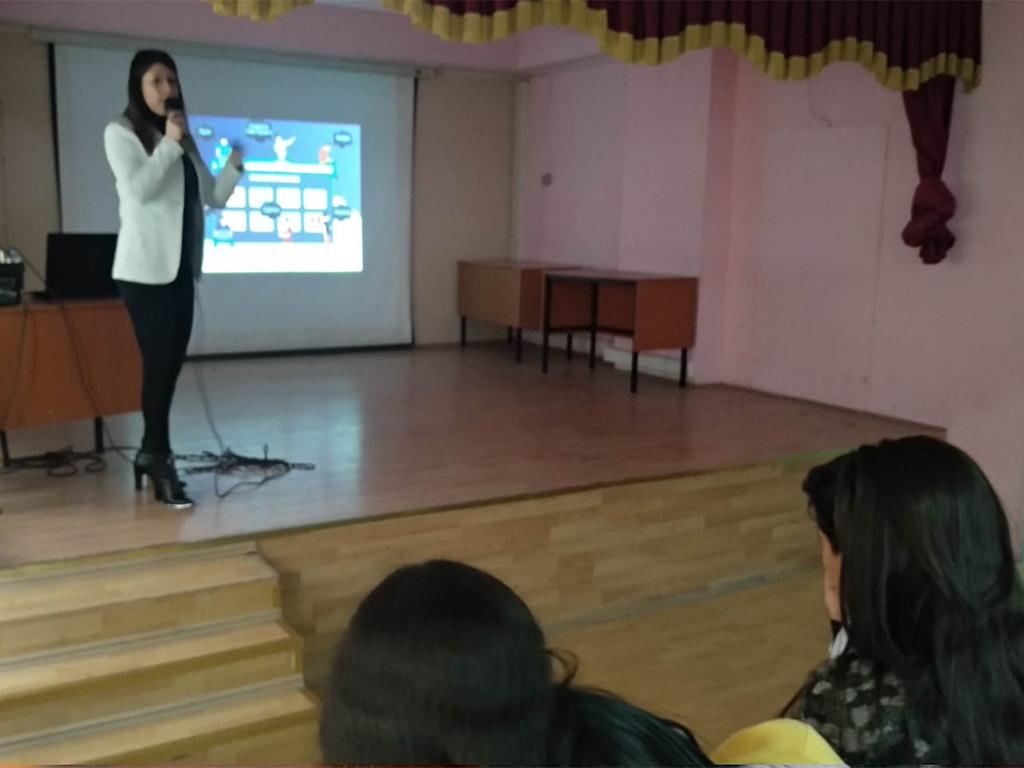 Ankara Etimesgut Sakarya Ortaokulu'nda Bilinçli ve Güvenli İnternet Semineri