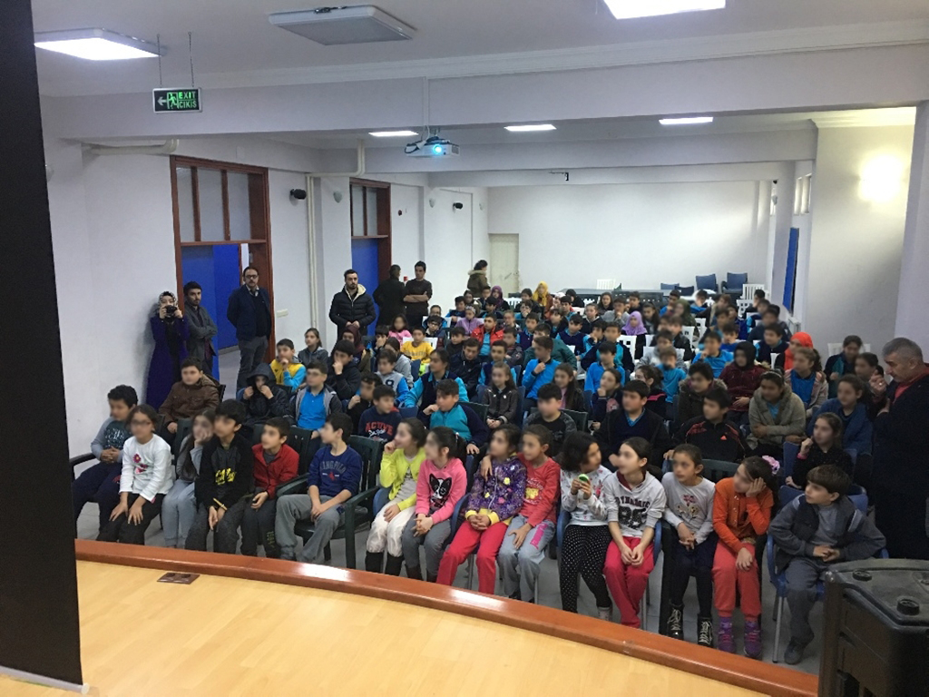 Trabzon Sürmene Çamburnu Fazıloğlu Mahmut Bıçakçı Ortaokulu'nda Bilinçli ve Güvenli İnternet Semineri
