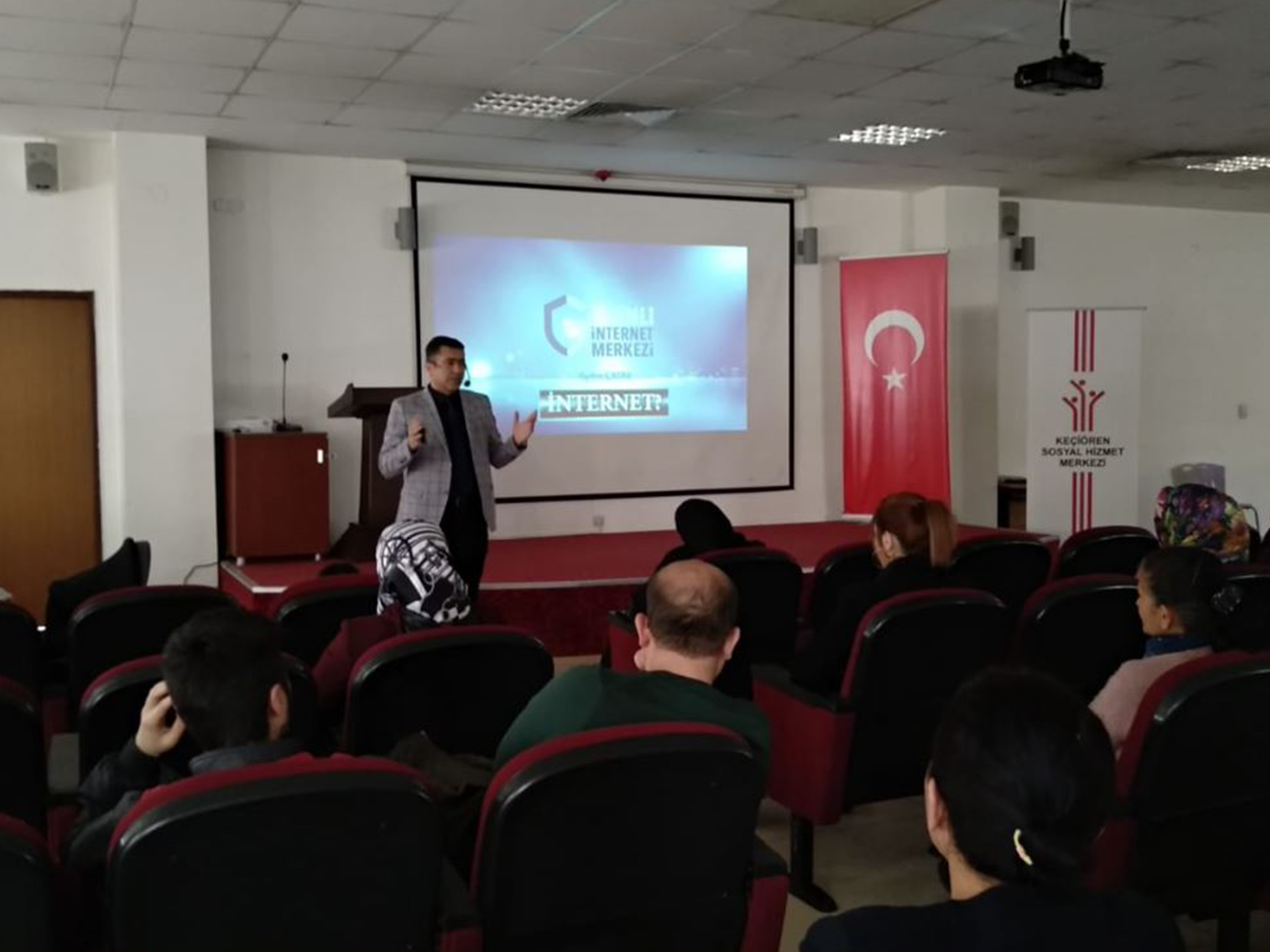 Ankara Keçiören Sosyal Hizmet Merkezinde, Bilinçli Ve Güvenli İnternet Semineri