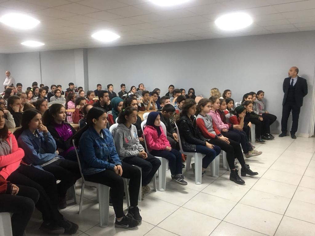 Zonguldak Çaycuma Barbaros Kutlutaş Ortaokulu'nda Bilinçli ve Güvenli İnternet Semineri