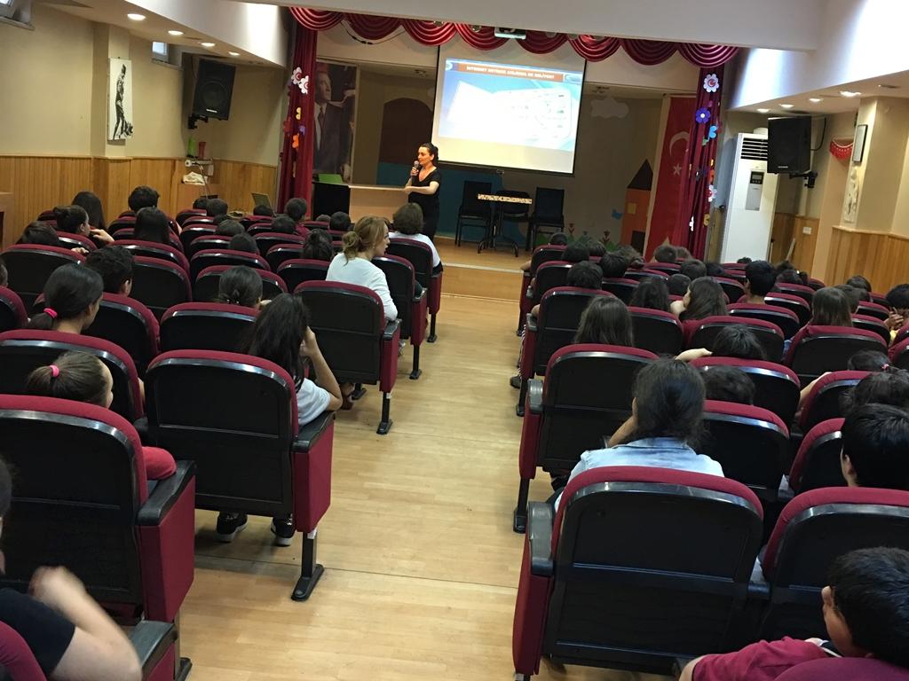 İstanbul Ataköy Atatürk Ortaokulu'nda Bilinçli ve Güvenli İnternet Semineri