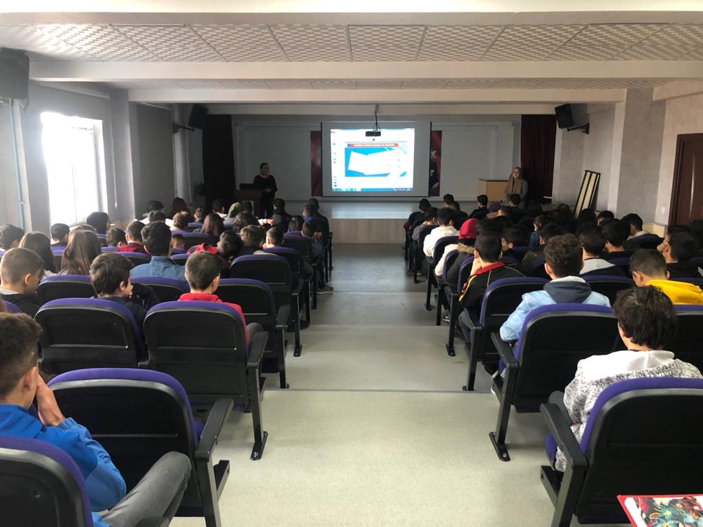 İstanbul Sultanbeyli Sultan Alparslan Mesleki ve Teknik Anadolu Lisesinde, Bilinçli ve Güvenli İnternet Semineri