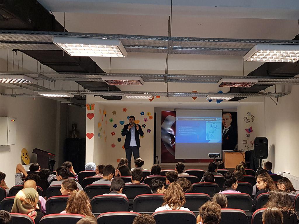 İstanbul Zeytinburnu Şemsettin Sami Ortaokulu'nda Bilinçli ve Güvenli İnternet Semineri
