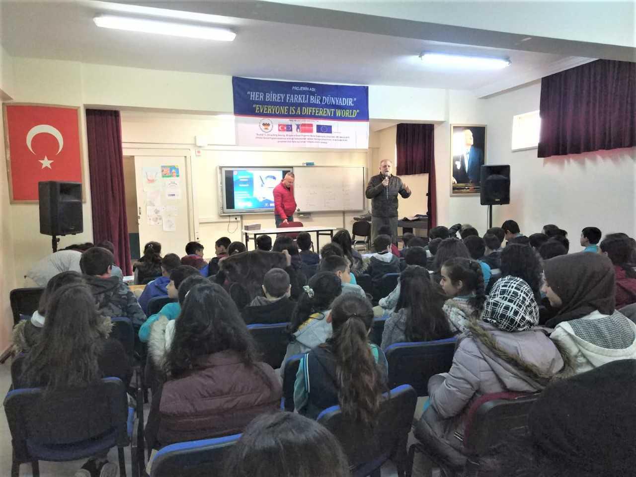 Mersin  Yenişehir Akkent Ortaokulunda, Bilinçli Ve Güvenli İnternet Semineri