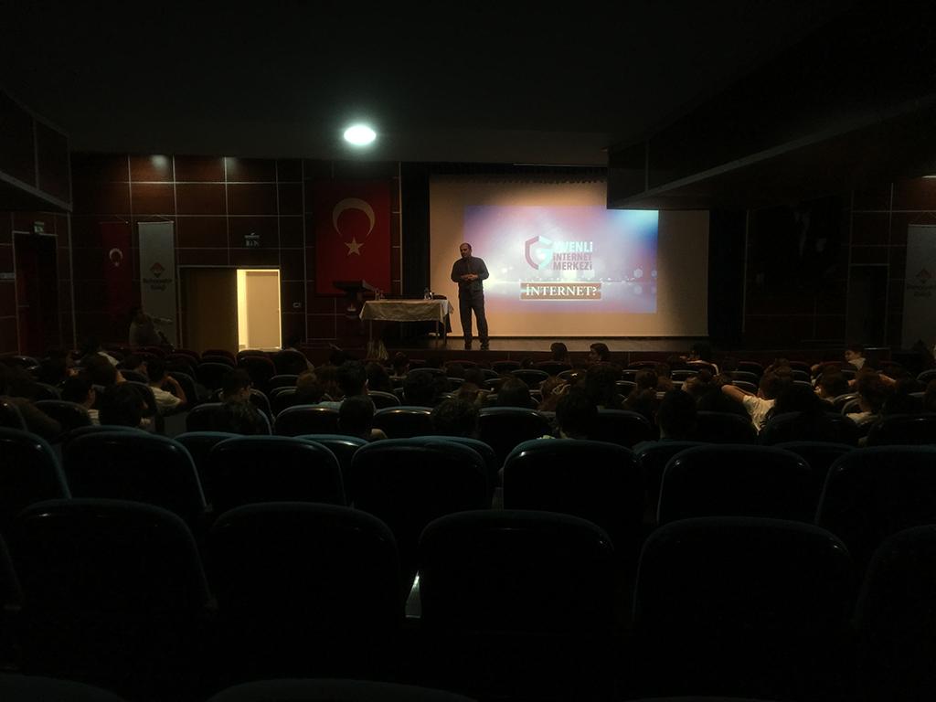 Samsun Atakum Özel Bahçeşehir Ortaokulu'nda Bilinçli ve Güvenli İnternet Semineri