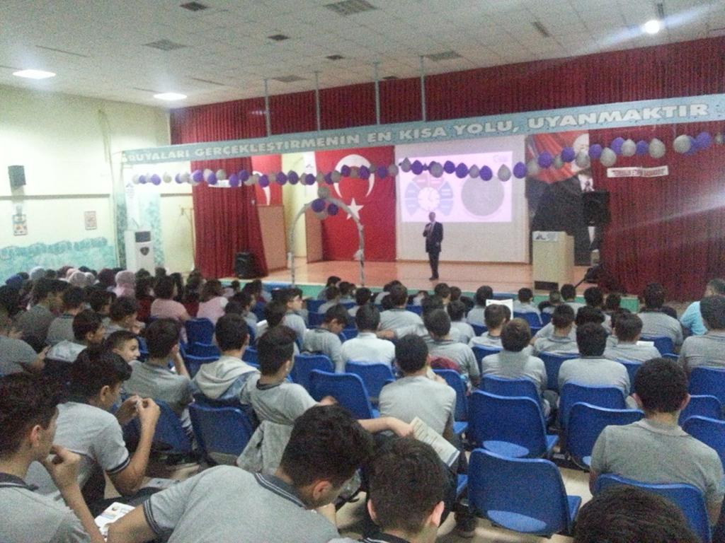 İzmir Seferihisar Uluslararası İMKB İmam Hatip Ortaokulu ve Lisesi'nde Seminer