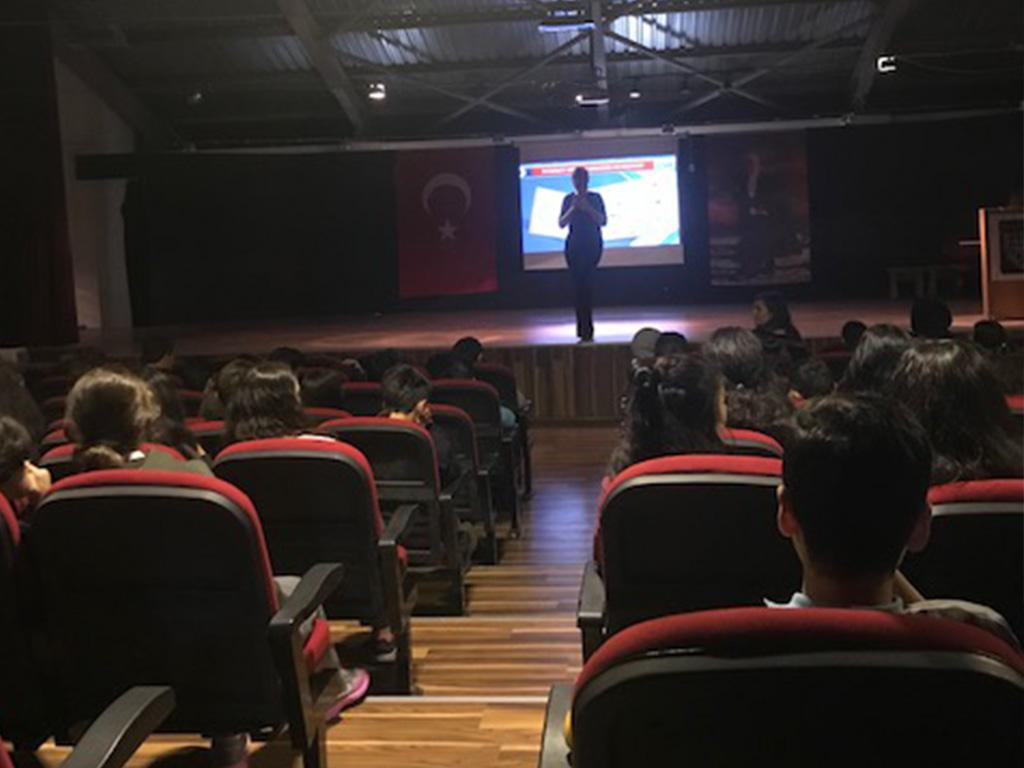İstanbul Beykoz Konakları Vakfı Ortaokulunda, Bilinçli ve Güvenli İnternet Semineri