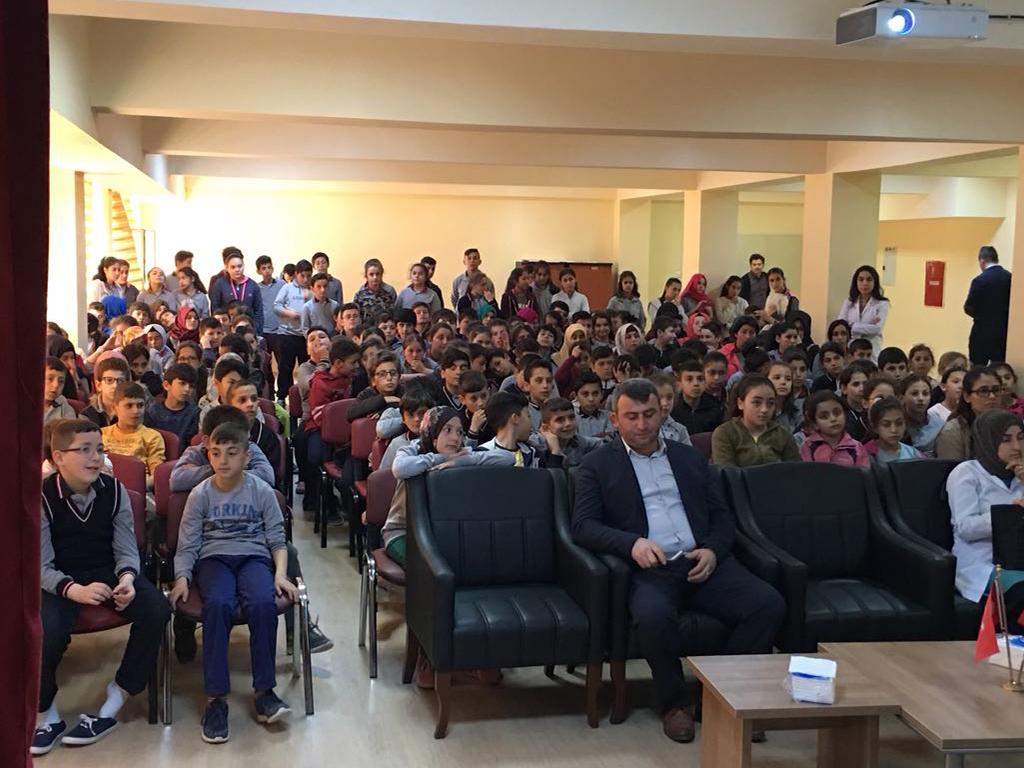 Kastamonu Hanönü Şehit Faruk Karagöz Yatılı Bölge Ortaokulu'nda Bilinçli ve Güvenli İnternet Semineri