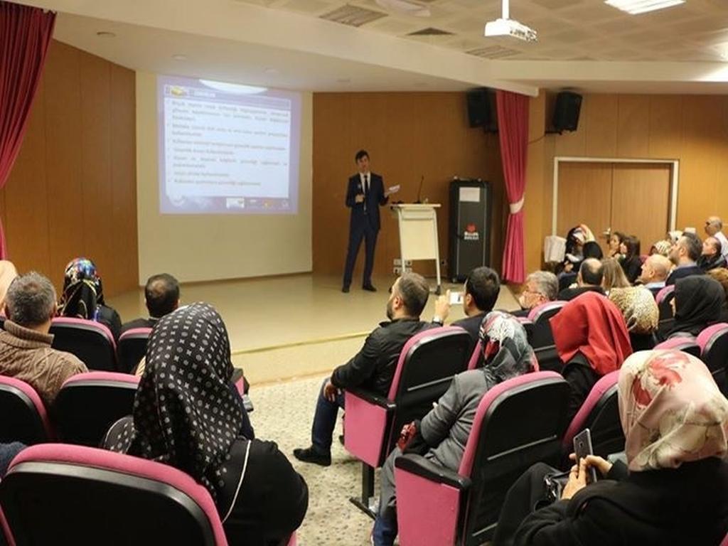 İstanbul Özel Bilim Koleji Bilinçli ve Güvenli İnternet Ebeveyn Semineri