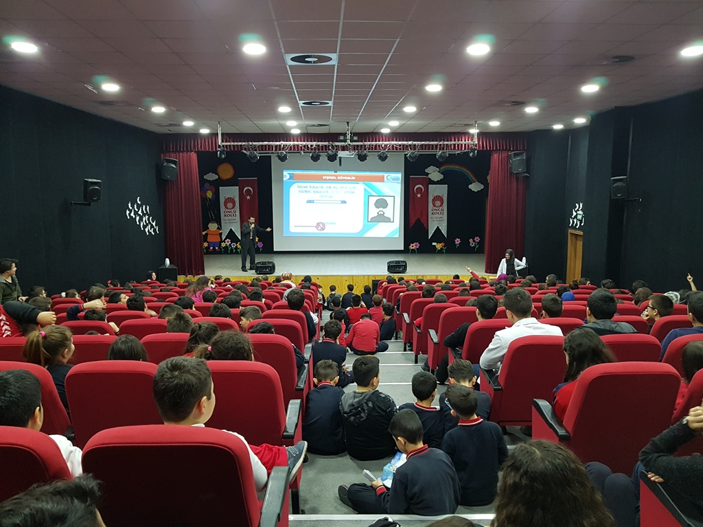 Ankara Öncü Koleji'nde Bilinçli ve Güvenli İnternet Semineri