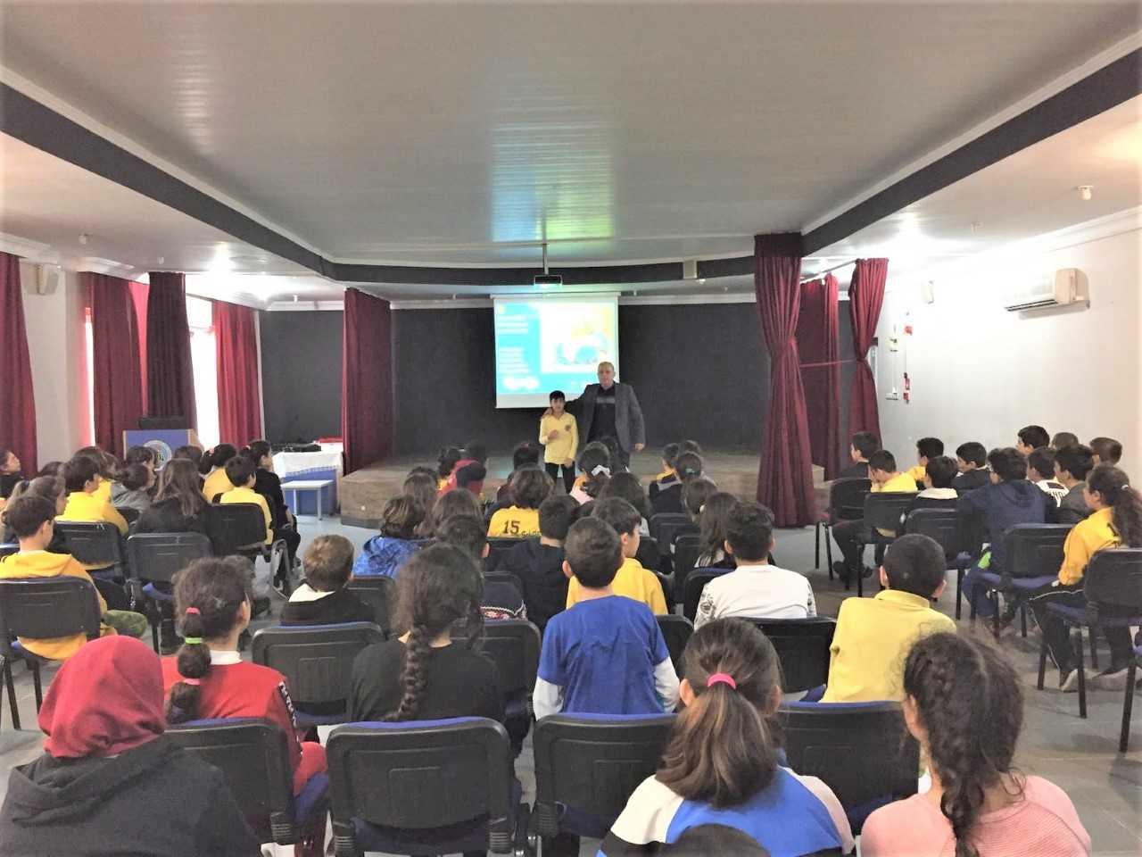 Mersin Mezitli 15 Temmuz Şehitleri Ortaokulunda, Bilinçli Ve Güvenli İnternet Semineri