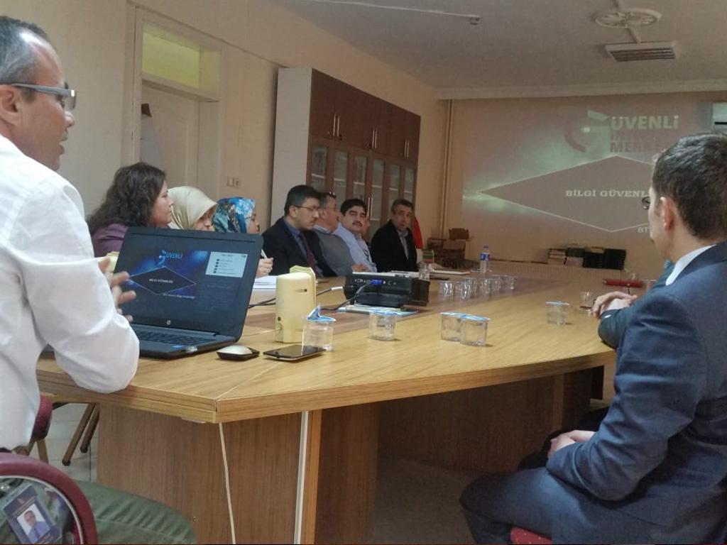 Kastamonu Tosya Kaymakamlığında Bilgi Güvenliği ve İnternetin Bilinçli Kullanımı Eğitimi