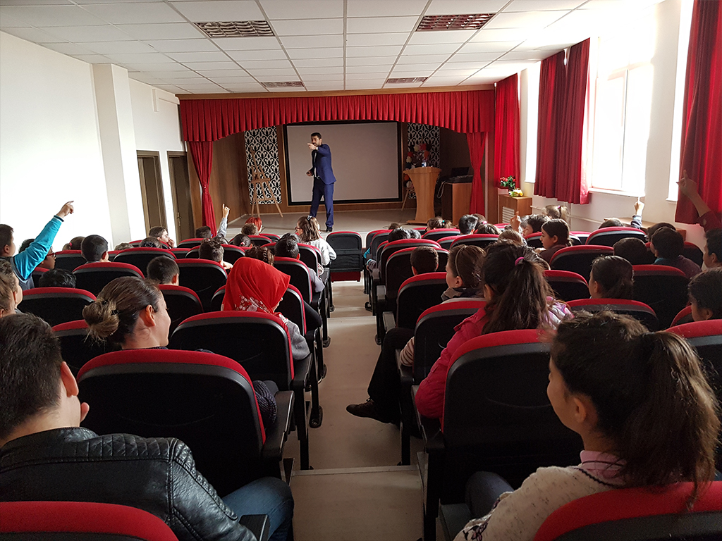 Ankara Gölbaşı Ahmet Filiz Göğüş İlk ve Ortaokulu'nda Bilinçli ve Güvenli İnternet Semineri