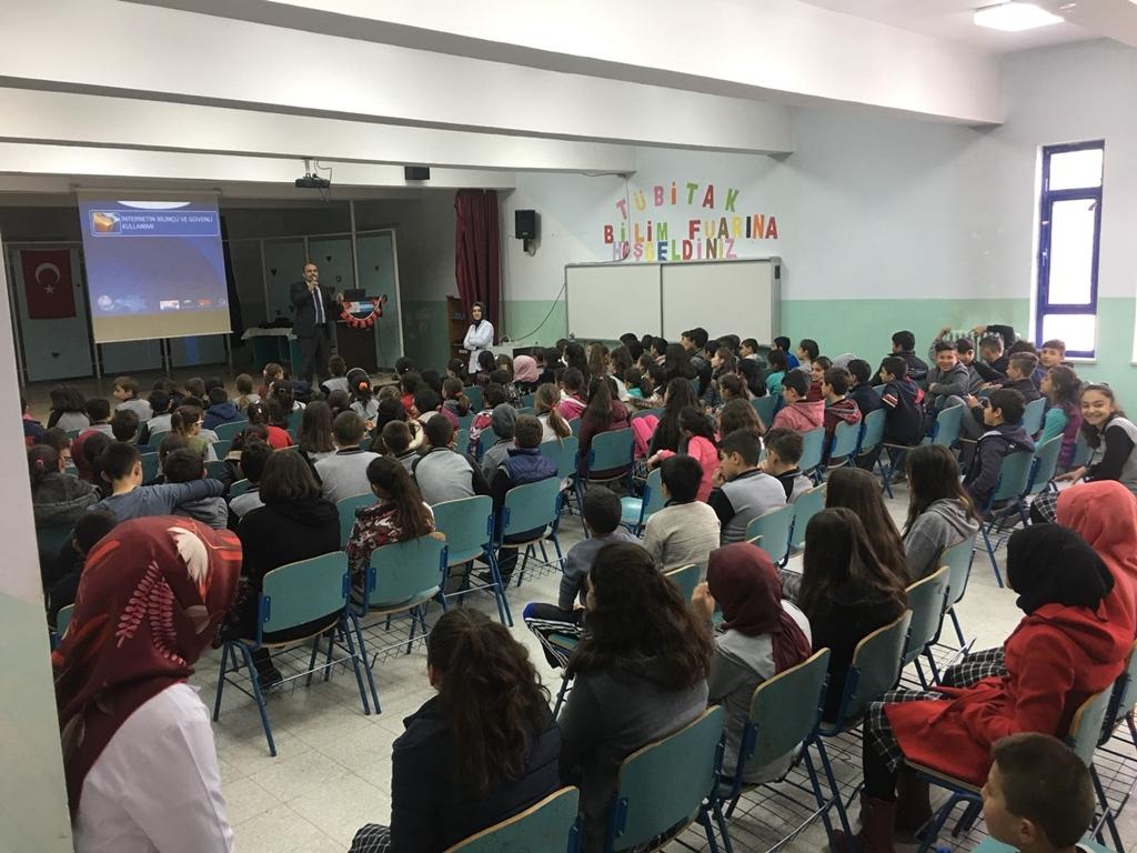 Amasya Suluova - Şehit Aydın Korkmaz Ortaokulu'nda Bilinçli ve Güvenli İnternet Semineri
