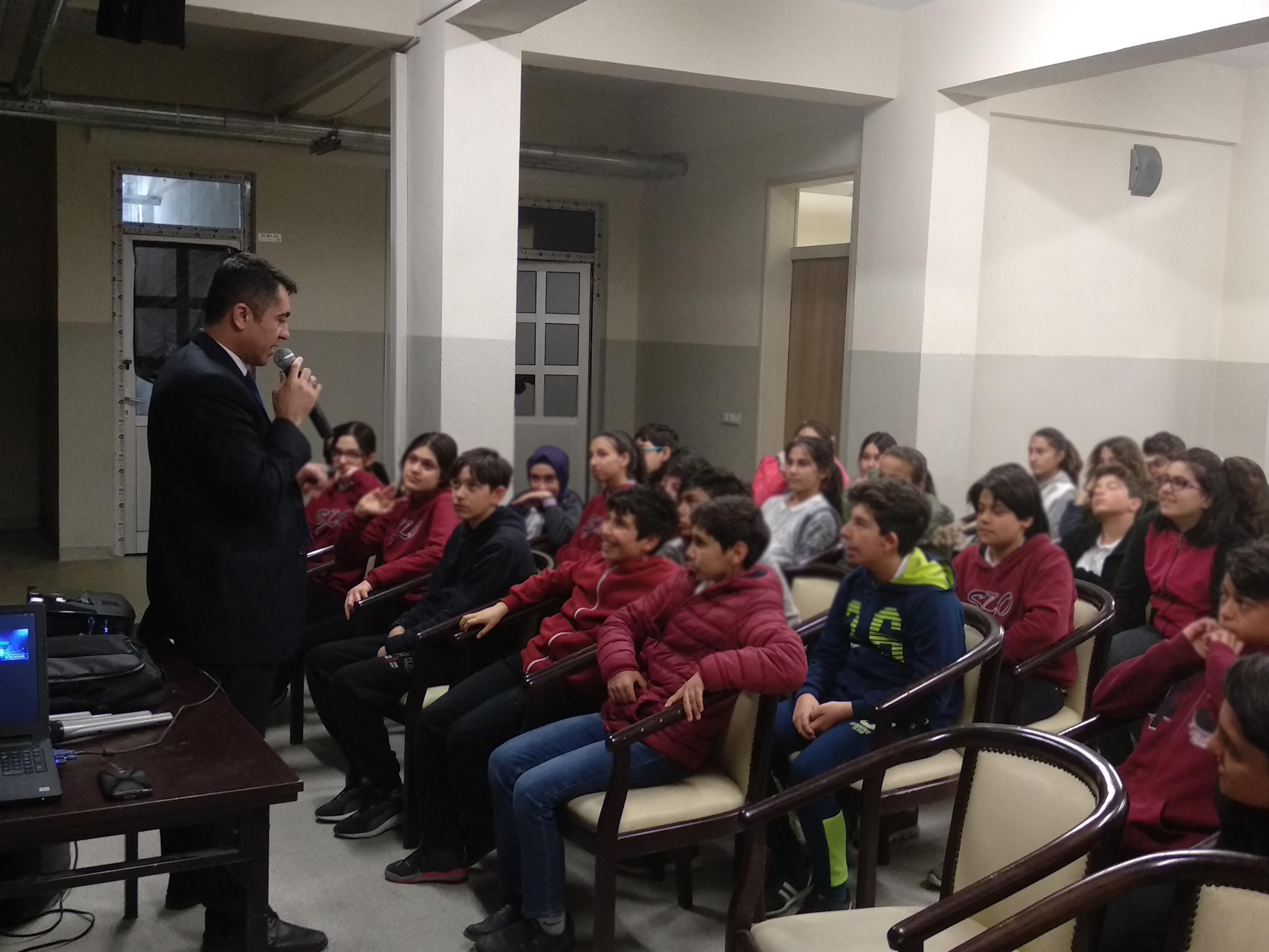 Ankara Etimesgut  Şair Zihni Ortaokulunda, Bilinçli Ve Güvenli İnternet Semineri