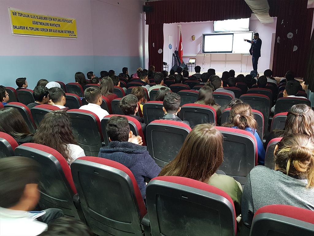 Ankara Gölbaşı Alper Dinçer Anadolu Lisesi'nde Bilinçli ve Güvenli İnternet Semineri