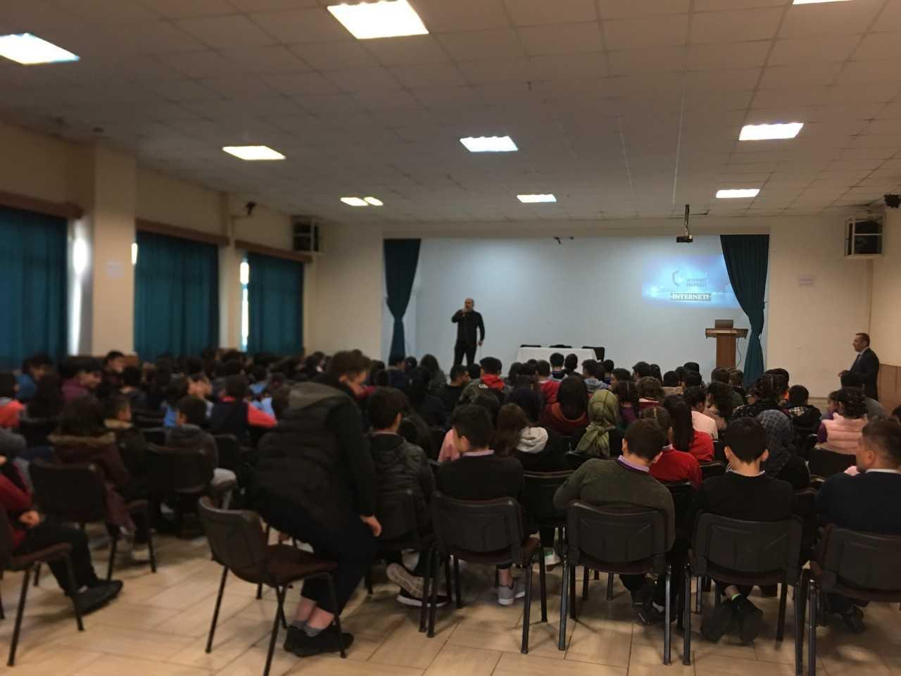 Ordu Gölköy İlçesinde Ortaokul ve Liselere Halk Eğitim Müdürlüğünde, Bilinçli Ve Güvenli İnternet Semineri